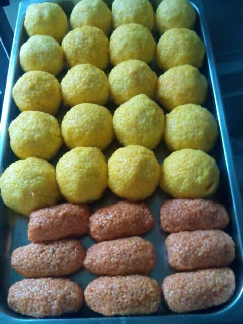 arancini e crocchette pronti per essere friti