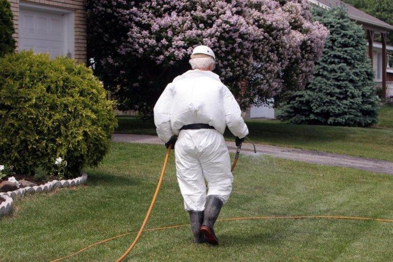 disinfestazione giardini, pesticidi, antiparassitari