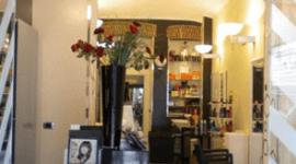 vaso di fiori nel salone di parrucchieri