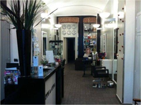 interno del negozio di parrucchieri
