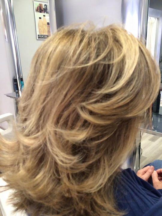 lunghi capelli biondi con colpi di cole