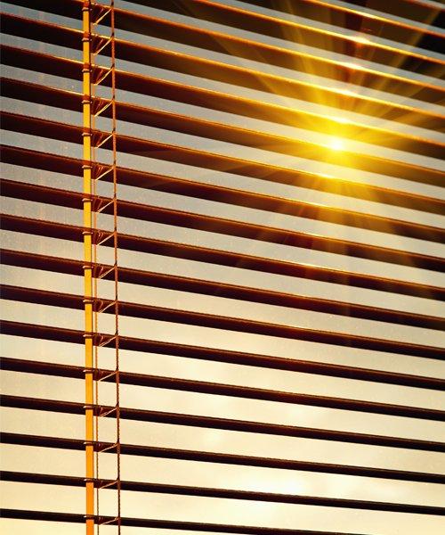 tendina da ufficio di color ottone con cordino per la chiusura a Frosinone