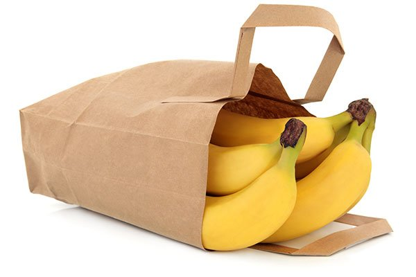 Banane all'interno di un sacchetto di carta