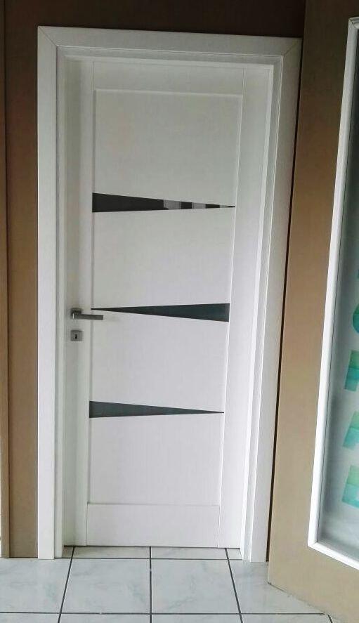 Porta bianca con inserti in vetro