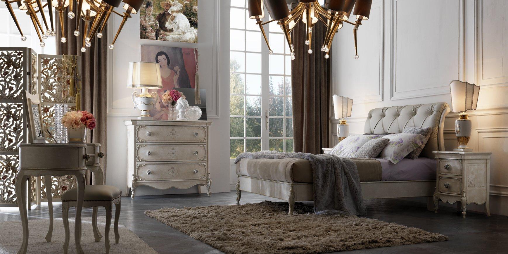 Camera da letto con mobiletto, delle tende, un letto e un tappeto