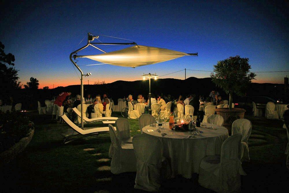 tenda parasole durante un matrimonio