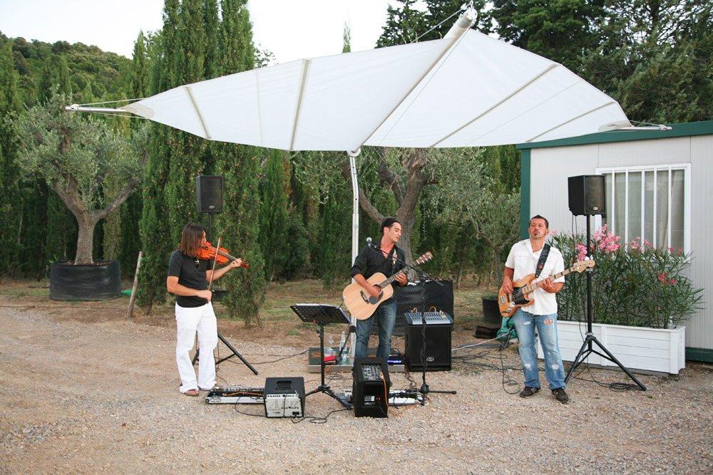 tenda parasole durante una esibizione musicale