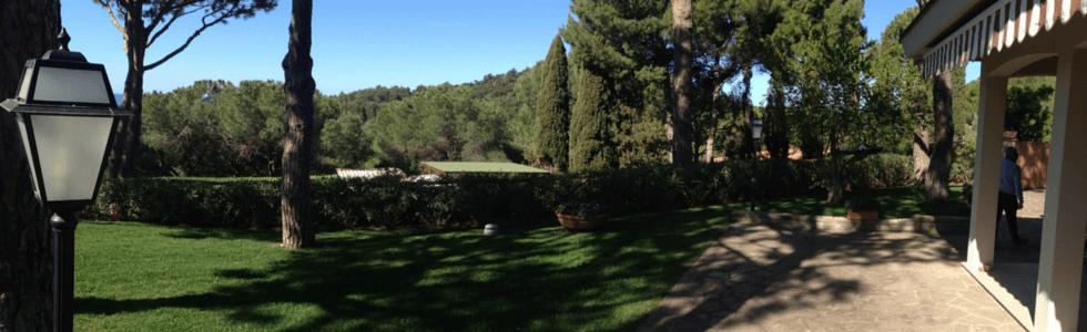 giardino davanti a una casa