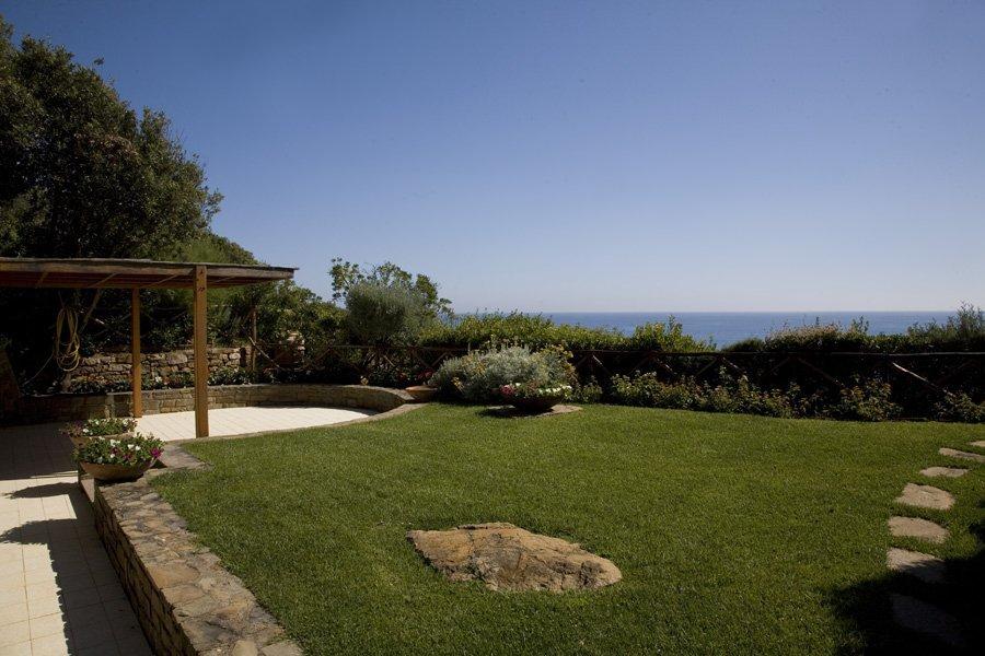 giardino per una casa moderna