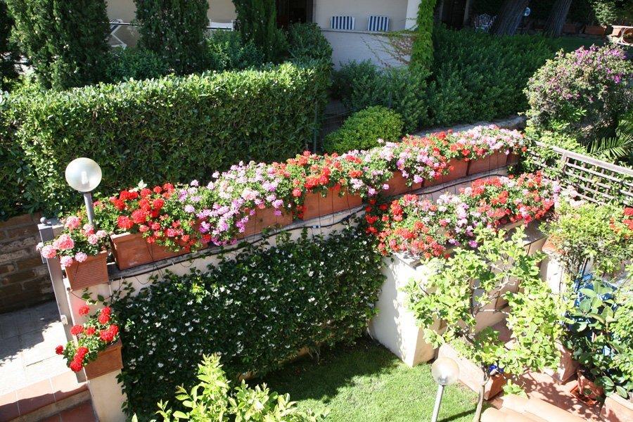 muretto con fiori