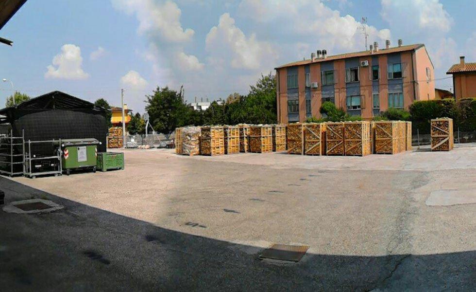 magazzino all'aperto per stoccaggio legname