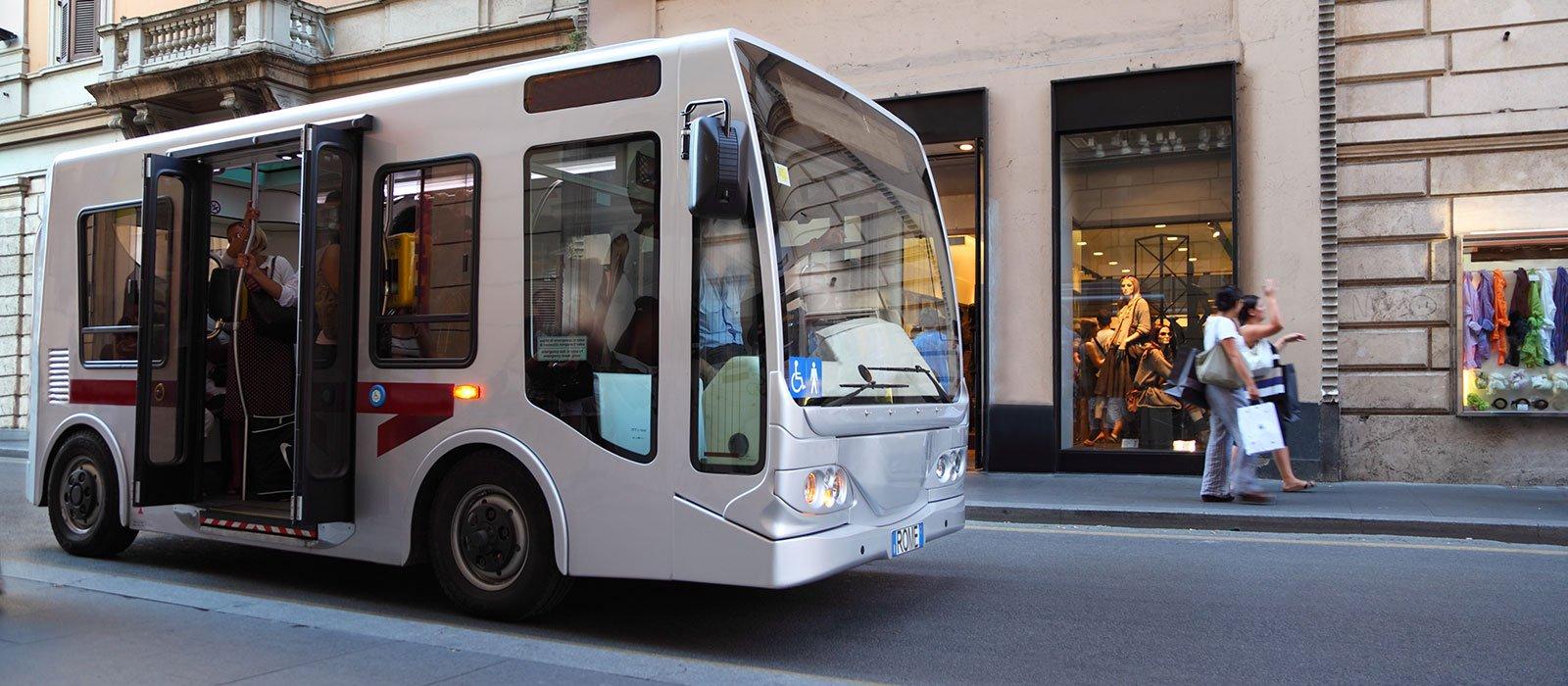 autobus che circola nella città di Firenze
