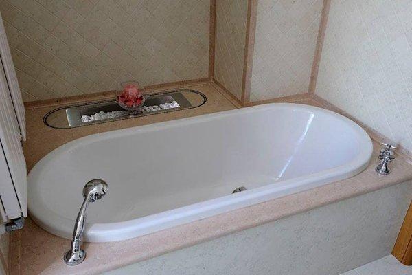 vasca da bagno in marmo bianco