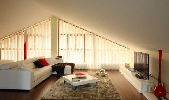 veneziane verticali in soggiorno