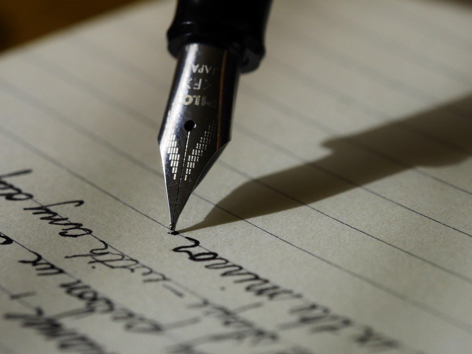 Primo piano di penna stilografica