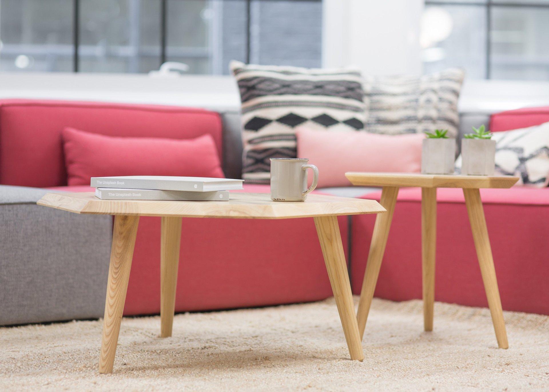 divano angolare e tavolini