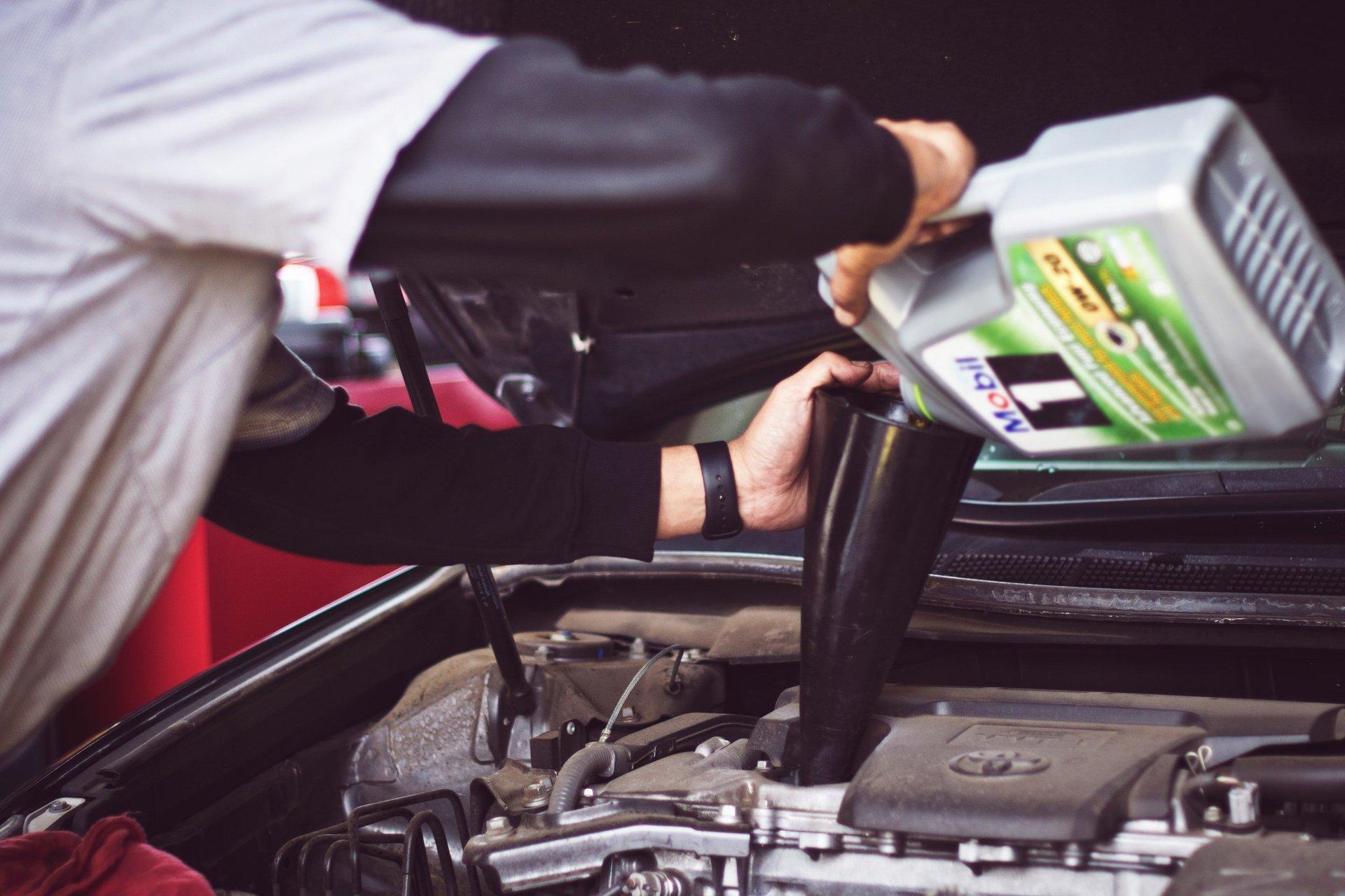 tagliando auto, cambio olio