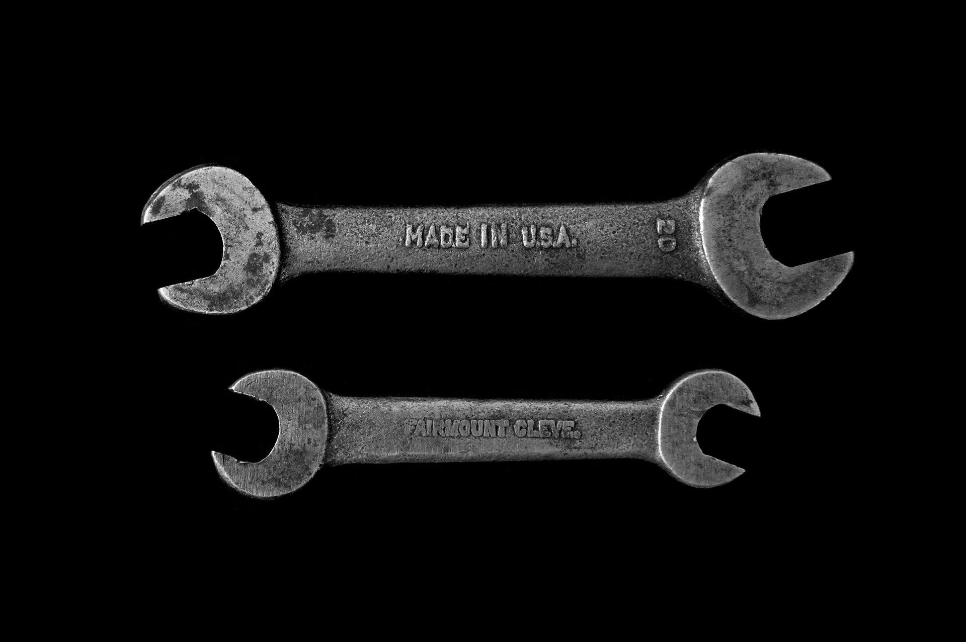 Due chiavi inglesi